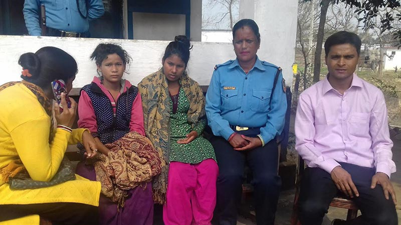 Police making public girls, who were rescued from Mailani while they were being trafficked to India, in Mitranagar Police Post, Kanchanpur, on Sunday, February 25, 2018. Photo: THT