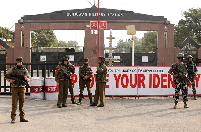 Indian army soldiers stand guard outside an army camp after suspected militants attacked the camp, in Jammu, on February 10, 2018. Photo: Reuters