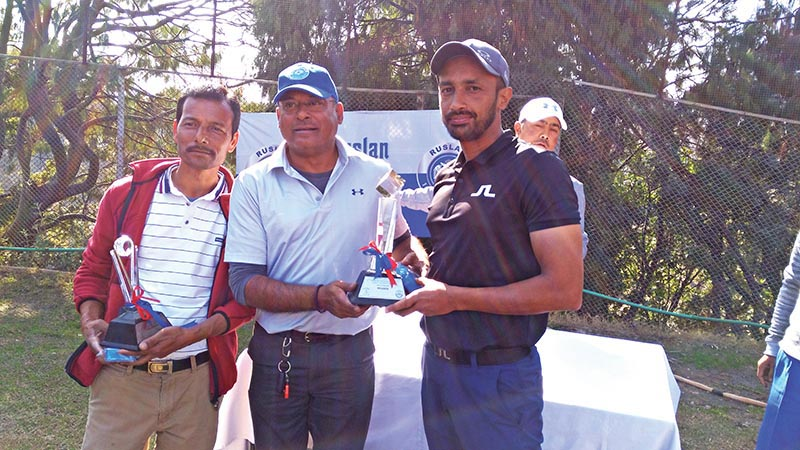 Jawalakhel Group of Companies Director Shrihar SJB Rana handing over the trophy to Shreejay Acharya after the fourth edition of Ruslan Monthly Medal Golf Tournament at the RNGC on Saturday. Photo: THT