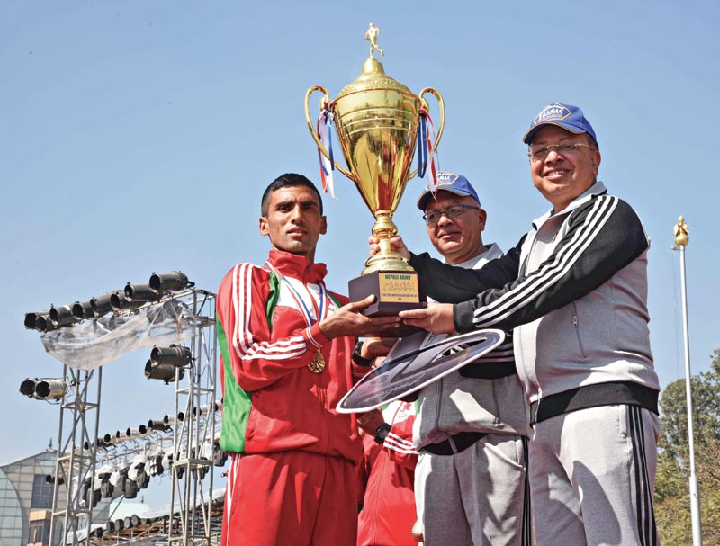 Chief of the Army Staff Gen Rajendra Chhetri handing over the trophy to Krishna Basnet after the CoAS Open Marathon in Kathmandu on Saturday, February 11, 2018. Photo: THT