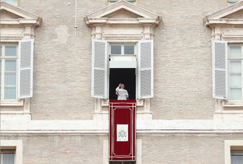 Pope Francis waves as he leads his Angelus prayer in Saint Peter's Square at the Vatican, February 25, 2018. Photo: Reuters