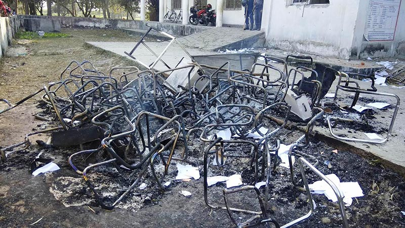 Furniture set ablaze after a clash between locals of Bishrampur and security personnel over the decision to shift the office of Brindaban Municipality, in Rautahat, on Wednesday, February 14, 2018. Photo: THT