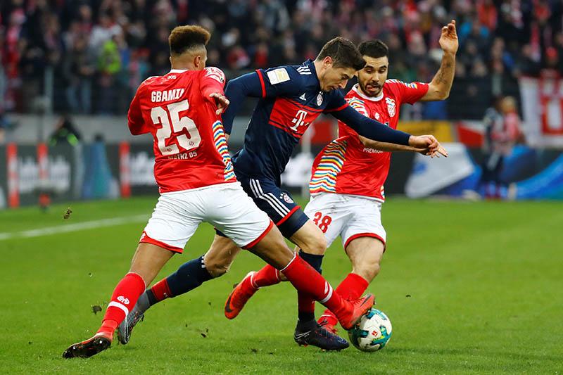 Bayern Munich's Robert Lewandowski in action with Mainzu2019s Jean-Philippe Gbamin and Gerrit Holtmann. Photo: Reuters