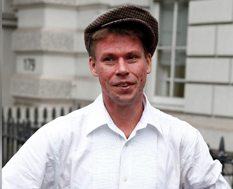 FILE-Lauri Love poses for media as he arrives for his extradition hearing at Westminster Magistrates' Court in London, Britain September 16, 2016. Photo: Reuters