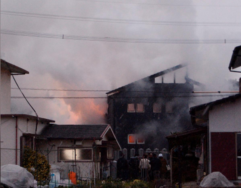 Smoke billows from a house after a Japan's Ground Self-Defense Force's Apache attack helicopter crashed in Kanzaki, Saga prefecture, Japan, in this photo taken by Kyodo February 5, 2018. Photo: Reuters n