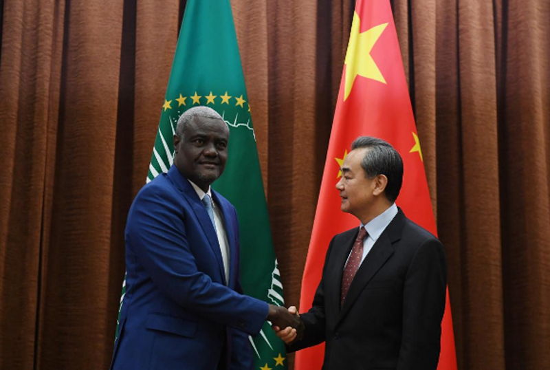 African Union Commission Chairperson Moussa Faki Mahamat (L) shakes hands with Chinese Foreign Minister Wang Yi before a meeting in Beijing, China February 8, 2018. Photo: Reuters