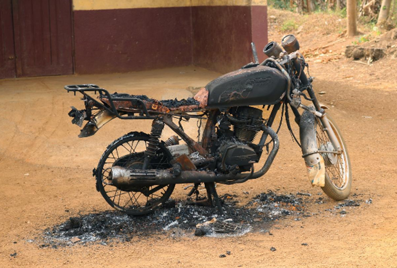 A burned and destroyed motorcycle is seen in Kembong, south-west region of Cameroon December 29, 2017. Picture taken December 29, 2017. Photo: Reuters