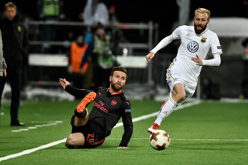 Arsenal's Shkodran Mustafi and Ostersund's Curtis Edwards during the match between Ostersund and Arsenal at Jamtkraft Arena in Ostersund, Sweden February 15, 2018. Photo: Reuters
