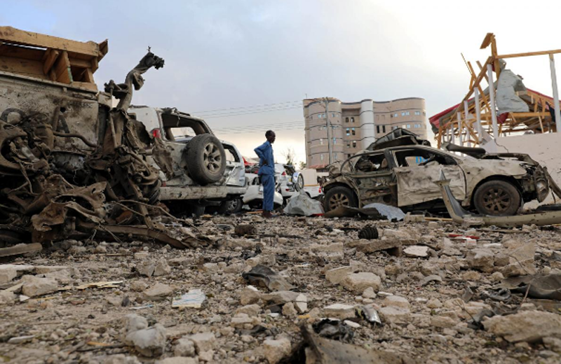 A security officer from Doorbin Hotel assesses the debris after a suicide car explosion in front of the hotel in Mogadishu, Somalia February 24, 2018. Photo: Reuters