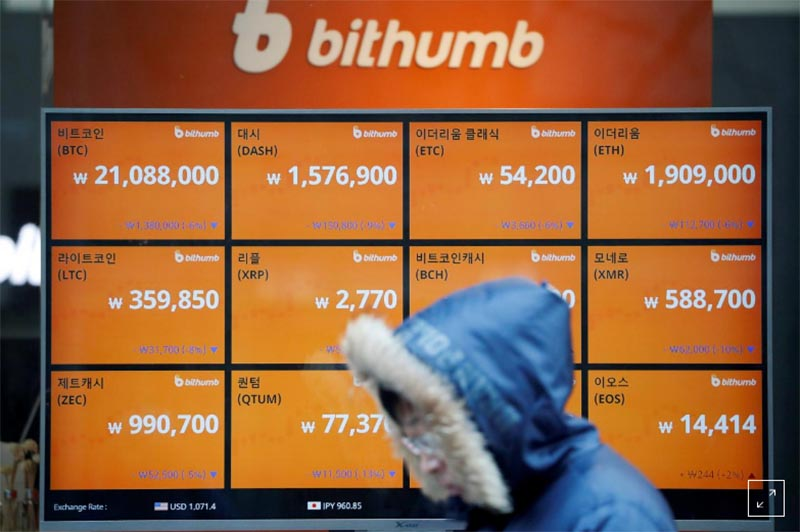 A man walks past an electric board showing exchange rates of various cryptocurrencies at Bithumb cryptocurrencies exchange in Seoul, South Korea, on January 11, 2018. Photo: Reuters