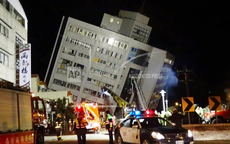Rescuers are seen entering a building that collapsed onto its side from an early morning 6.4 magnitude earthquake in Hualien County, eastern Taiwan, Wednesday, February 7 2018.  Photo: AP