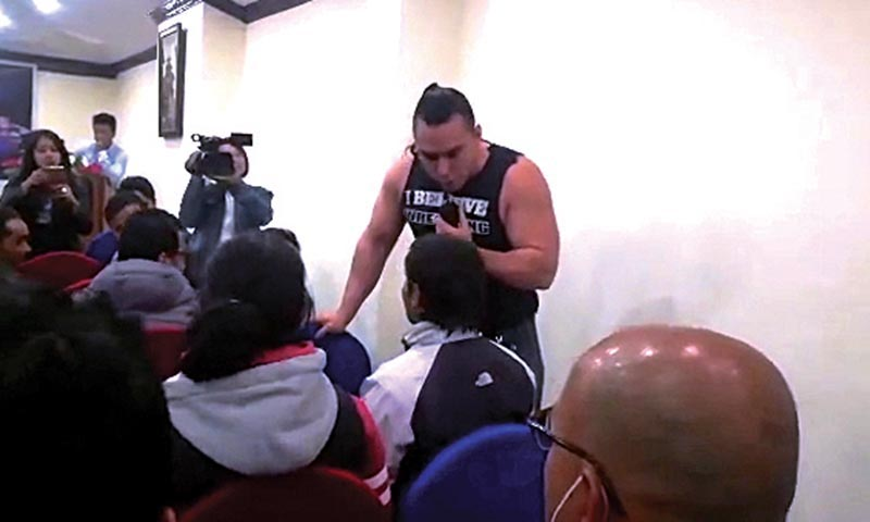 USA Pro wrestler Zeus Malaki reacting to sports journalist Prakash Kandel at a press meet. Photo: THT
