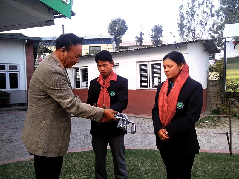 NGA President Tashi Ghale handing over iron set to Sukra Bahadur Rai as Pratima Sherpa looks on during a farewell programme. Photo: THT
