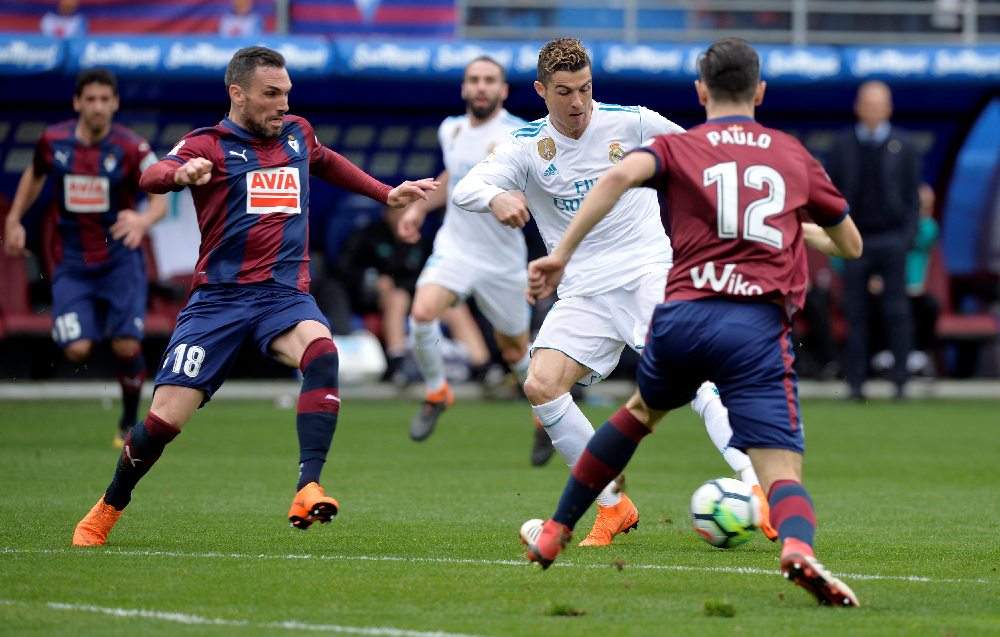 Soccer Football - La Liga Santander - Eibar vs Real Madrid - Ipurua, Eibar, Spain - March 10, 2018   Real Madridu2019s Cristiano Ronaldo in action with Eibaru2019s Anaitz Arbilla and Paulo Oliveira             REUTERS/Vincent West