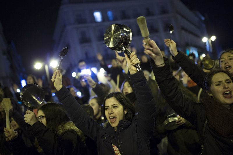 Women bang pots and pans as shooting slogans during a protest marking the beginning of a 24-hour women strike at the Sol square in Madrid, early Thursday, March 8, 2018.Photo: AP