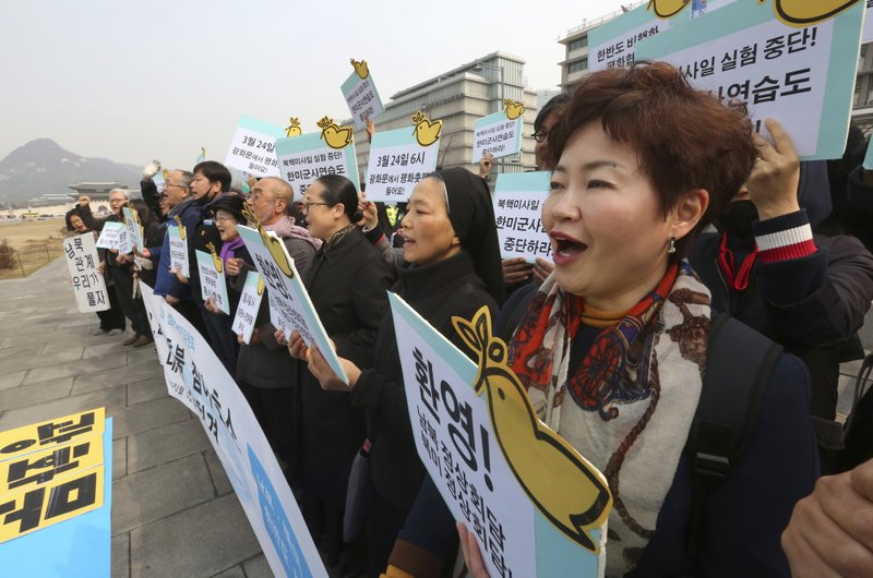 Protesters stage a rally demanding peace on the Korean Peninsula near U.S. Embassy in Seoul, South Korea, Monday, March 12, 2018. Photo: AP