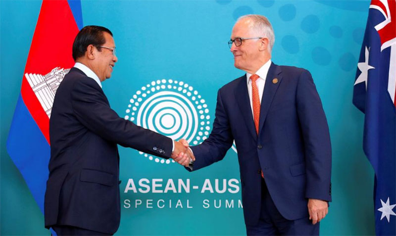 Australian Prime Minister Malcolm Turnbull shakes hands with Cambodia's Prime Minister Hun Sen before their bilateral meeting during the one-off summit of 10-member Association of Southeast Asian Nations (ASEAN) in Sydney, Australia, on March 16, 2018. Photo: Reuters