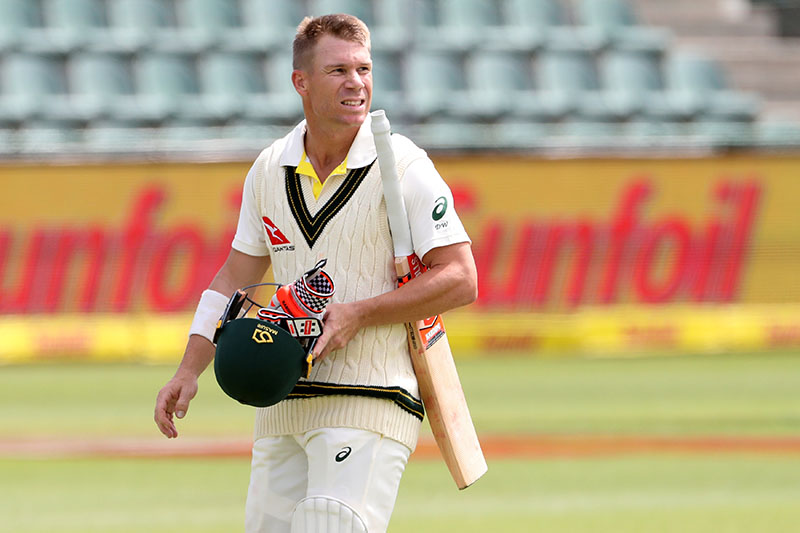 Australiau2019s David Warner walks off after being bowled by South Africau2019s Lungi Ngidi. Photo: Reuters