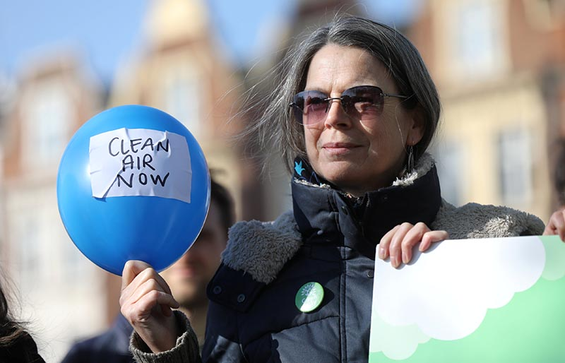 A campaigner holds a balloon at an event organised by the Green Party, demanding air polllution action from the government, in Brixton, London, Britain, on February 24, 2018. Photo: Reuters