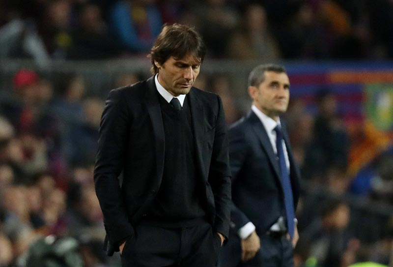 FILE PHOTO: Chelsea manager Antonio Conte looks dejected as Barcelona coach Ernesto Valverde looks on during the Champions League Round of 16 Second Leg match between FC Barcelona and Chelsea, at Camp Nou, in Barcelona, Spain, on March 14, 2018. Photo: Reuters