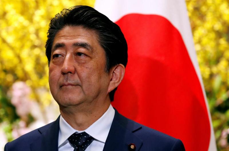 Japan's Prime Minister Shinzo Abe waits for Sri Lanka's President Maithripala Sirisena in Tokyo, Japan March 14, 2018. Photo: Reuters