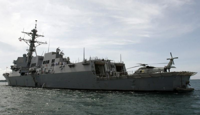 FILE - The warship USS Mustin sails near the port in Sihanoukville, 223 km (139 miles) west of Phnom Penh, October 11, 2008. Photo: Reuters