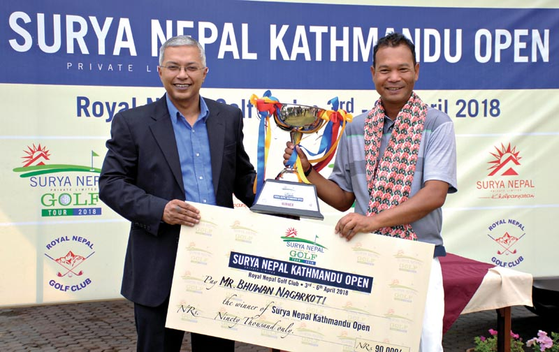 Bhuwan Nagarkoti (right) receiving the trophynfrom Dipra Lahiri,Vice-president, Sales and Marketing at Surya Nepal Pvt Ltd after the Surya Nepal Kathmandu Open. Photo: THT