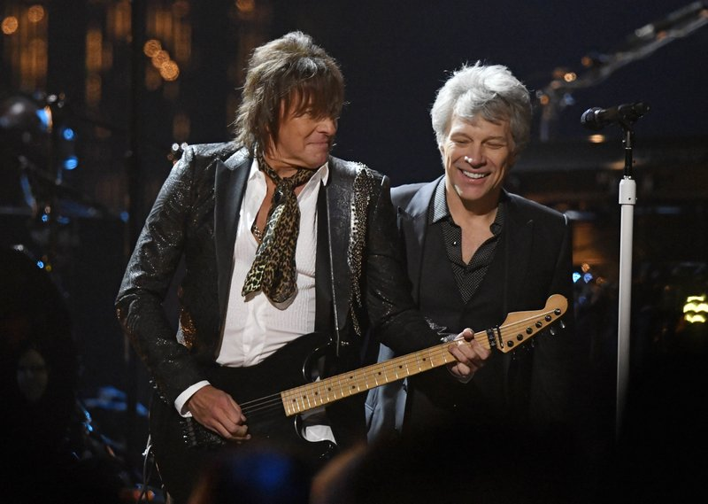Jon Bon Jovi, right, watches Richie Sambora play guitar during the Rock and Roll Hall of Fame Induction ceremony, on Saturday, April 14, 2018, in Cleveland. Photo: APn