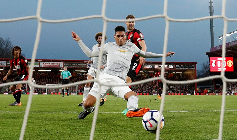 Manchester United's Chris Smalling scores their first goal during the Premier Leauge match between AFC Bournemouth and Manchester United, at Vitality Stadium, in Bournemouth, Britain, on April 18, 2018. Photo: Action Images via Reuters