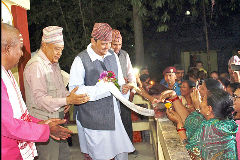 FILE PHOTO: Former King Gyanendra Shah,  being welcomed by locals at Pashupati Temple in Damak of Jhapa district, on Wednesday, April 04, 2018. Photo: RSS
