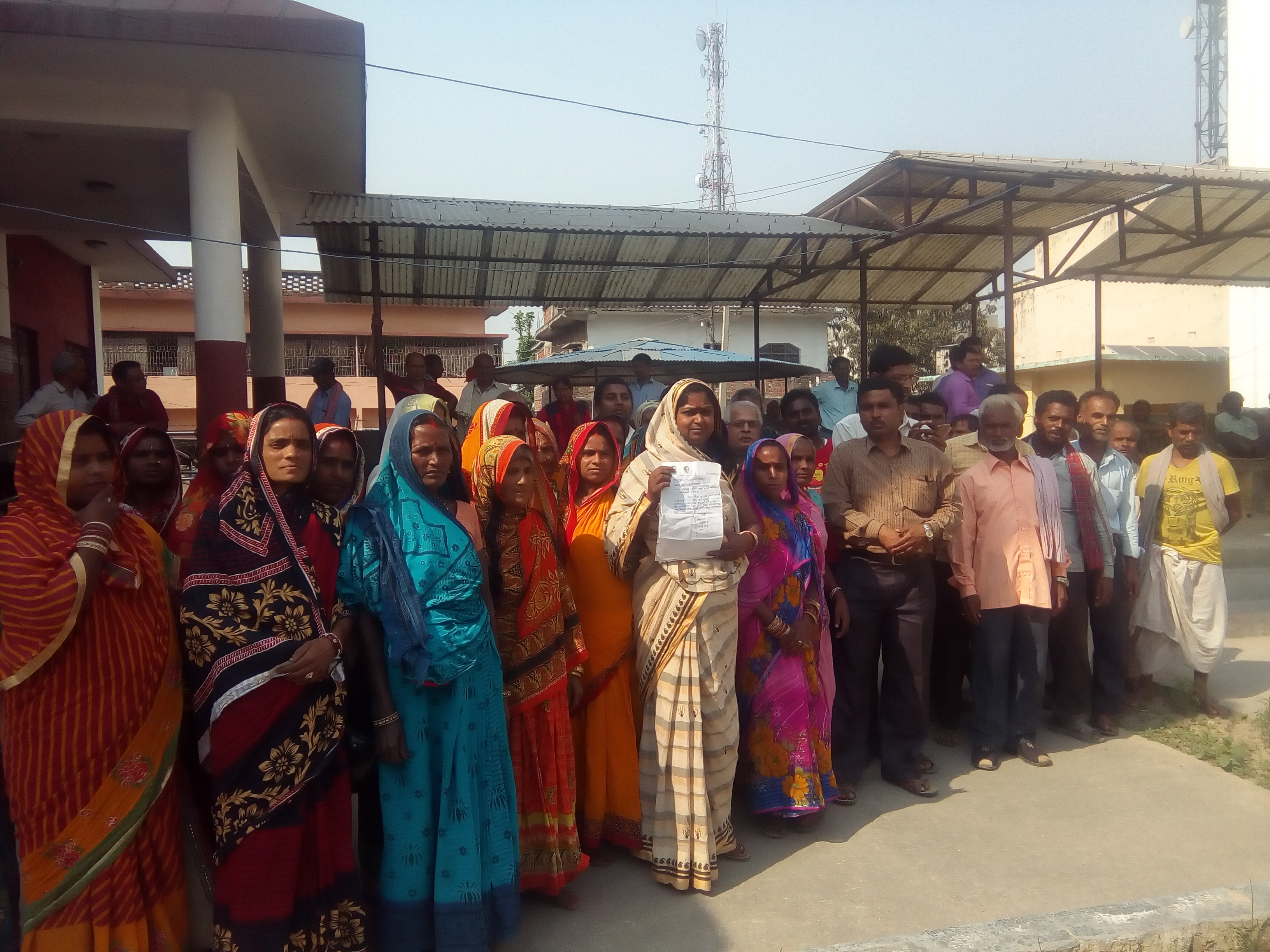 Flood Victims of Badharwa, Durga Bhagawati Rural Municipality-5 in Rautahat district reach the District Administration Office, Gaur to draw CDOu2019s attention after being deprived of compensation and government allocated relief amount, on Wednesday, April 4, 2018. Photo: Prabhat Kumar Jha