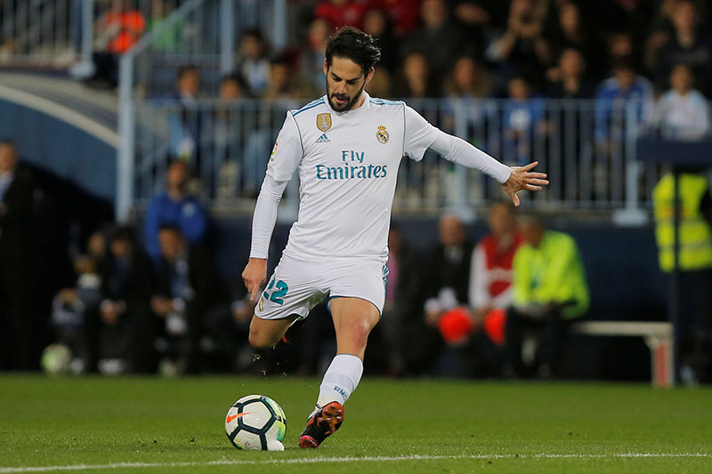 Real Madrid's Isco scores their first goal from a free kick. Photo: Reuters