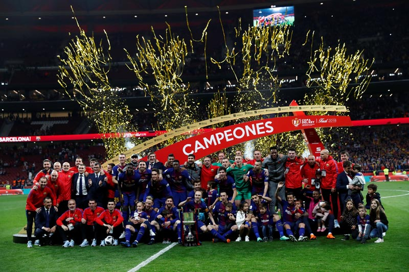 General view of Barcelona players and staff celebrating with the trophy after the Spanish Kings Cup final match between FC Barcelona and Sevilla, at  Wanda Metropolitano, in Madrid, Spain, on April 21, 2018. Photo: Reuters