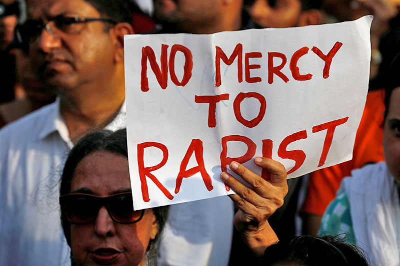 People participate in a protest against the rape of an eight-year-old girl in Kathua near Jammu, and a teenager in Unnao, Uttar Pradesh state, in Mumbai, India, April 15, 2018. Photo: Reuters