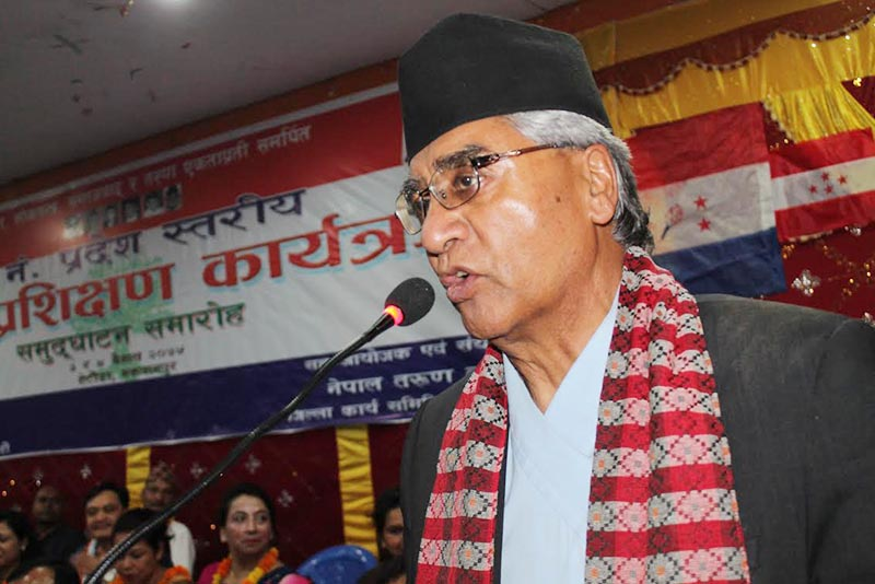 Nepali Congress President Sher Bahadur Deuba addressing a programme  of province-level youth training, in Hetauda, on Monday, April 16, 2018. Photo: THT