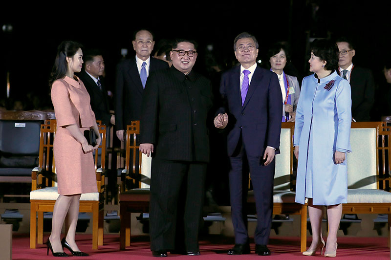 South Korean President Moon Jae-in, North Korean leader Kim Jong Un, Kim's wife Ri Sol Ju and Moon's wife Kim Jung-sook attend a farewell ceremony at the truce village of Panmunjom inside the demilitarized zone separating the two Koreas, South Korea, April 27, 2018.   Korea Summit Press Pool/Pool via Reuters