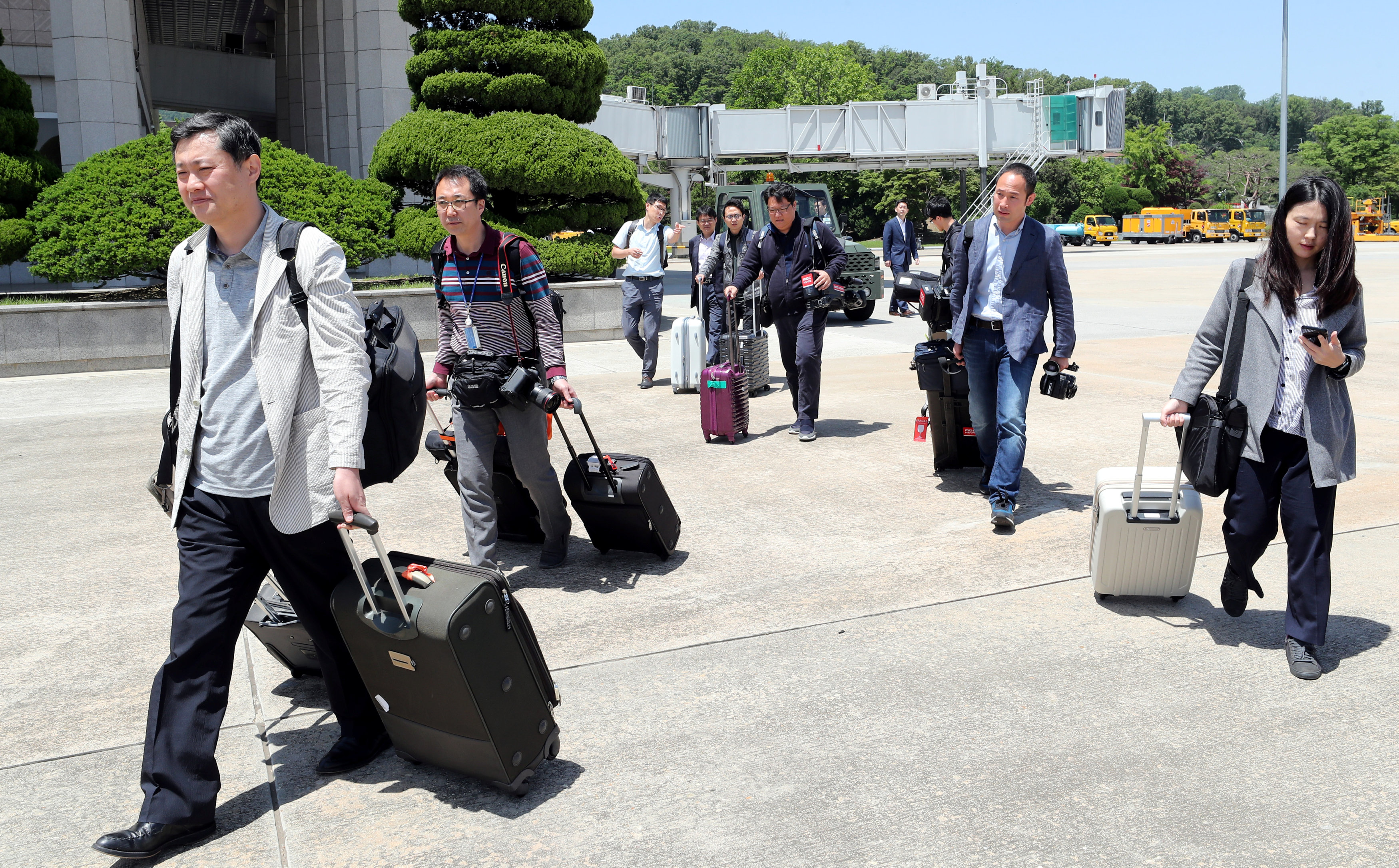 Members of a South Korean media group leave for the Wonsan airport, at Seoul Air Base in Seongnam, South Korea, May 23, 2018.    News1 via REUTERS   ATTENTION EDITORS - THIS IMAGE HAS BEEN SUPPLIED BY A THIRD PARTY. SOUTH KOREA OUT. NO RESALES. NO ARCHIVE.