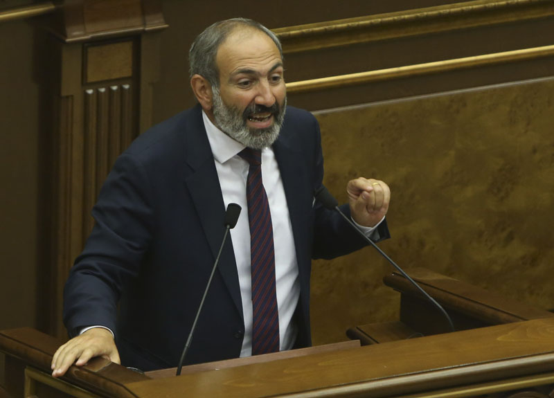 Armenian opposition leader Nikol Pashinyan addresses lawmakers during a parliament session to elect an interim prime minister, in Yerevan, Armenia, on May 1, 2018. Photo: Reuters