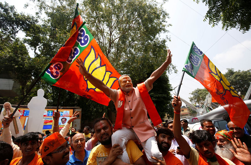 Supporters of India's ruling Bharatiya Janata Party (BJP) celebrate after learning of the initial poll results of Karnataka state assembly elections, in Bengaluru, India, on Tuesday, May 15, 2018. Photo: Reuters