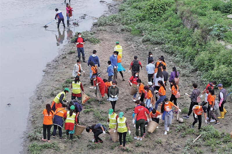 Volunteers participating in the Bagmati clean-up campaign, in Kathmandu, on Saturday. Photo: RSS