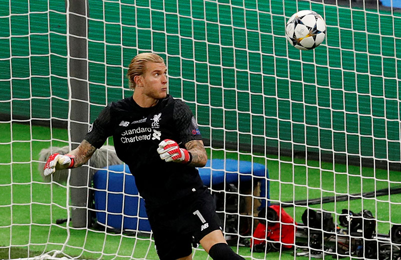 Liverpool's Loris Karius fumbles the ball as Gareth Bale scores Real Madrid's third goal during the Champions League final match between Real Madrid and Liverpool, at NSC Olympic Stadium, in Kiev, Ukraine, on may 26, 2018. Photo: Reuters