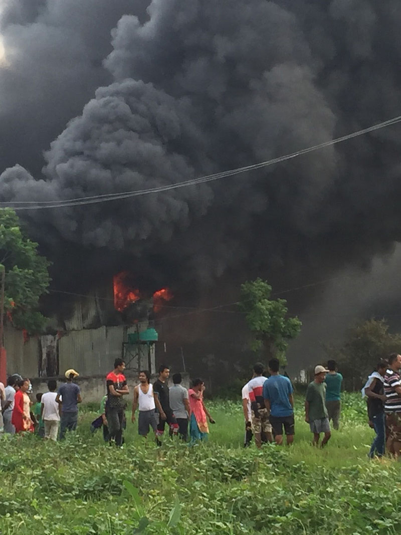 Clouds of smoke billow from a colour factory that caught fire, in Shivaghat, Bharatpur Metropolitan City-4 of Chitwan district, on Wednesday, May 30, 2018. Photo: Tilak Rimal