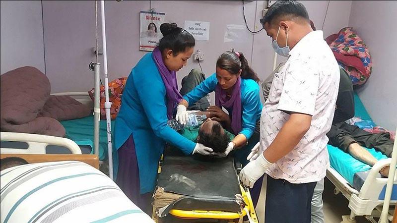 Nurses provide water to a man injured in a jeep accident at Gajaraula, in Far-Western Sub-Regional Hospital in Bagkhor, Dadeldhura district, on Tuesday, May 29, 2018. Photo: Baburan Shrestha/THT
