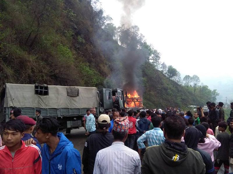 Truck burning after the accident in Thakre Rural Municipality-2 along the Prithvi Highway of Dhading district on Wednesday, May 2, 2018. Photo: Keshav Adhikari