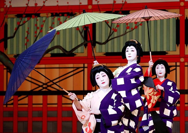 Geishas, traditional Japanese female entertainers, perform their dance during a press preview of the annual Azuma Odori Dance Festival at the Shinbashi Enbujo Theater in Tokyo, Japan, on May 23, 2018. Photo: Reuters