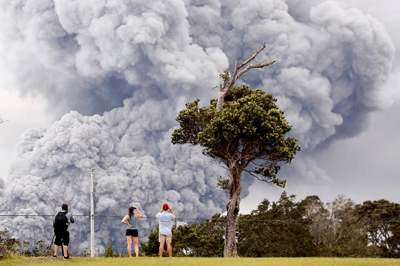 People watch as ash erupts from the Halemaumau crater near the community of Volcano during ongoing eruptions of the Kilauea Volcano in Hawaii, US, on May 15, 2018. Photo: Reuters