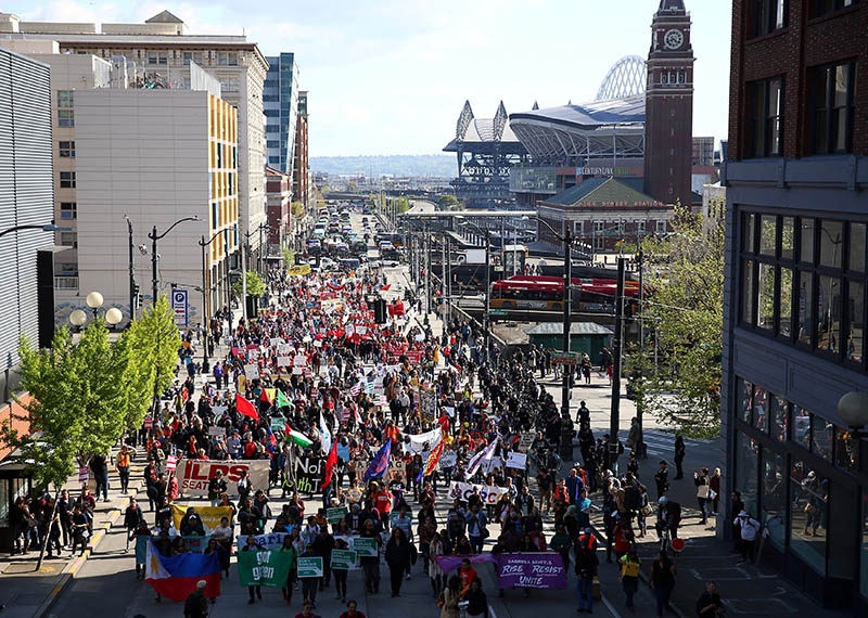 The March for Workers and Immigrant Rights winds down 4th Avenue on May Day in Seattle, Washington, US May 01, 2018. Photo: Reuters