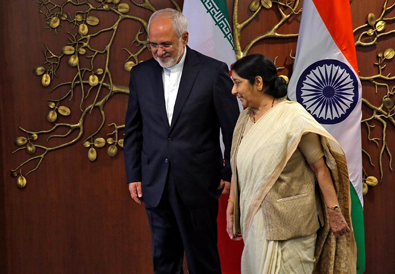 Iran's Foreign Minister Mohammad Javad Zarif and his Indian counterpart Sushma Swaraj walk after a photo opportunity in New Delhi, India, May 28, 2018.Photo: Reuters