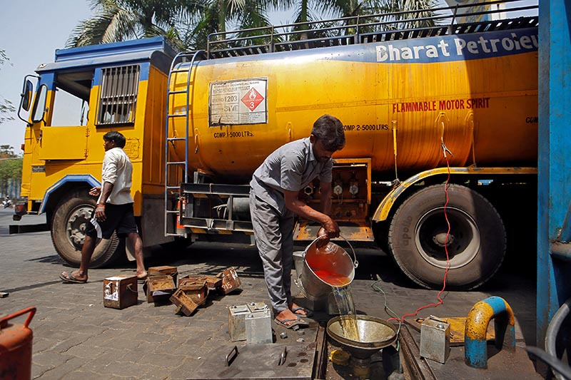A man pours petrol into an underground tank at a fuel station in Mumbai, India, on May 21, 2018. Photo: Reuters