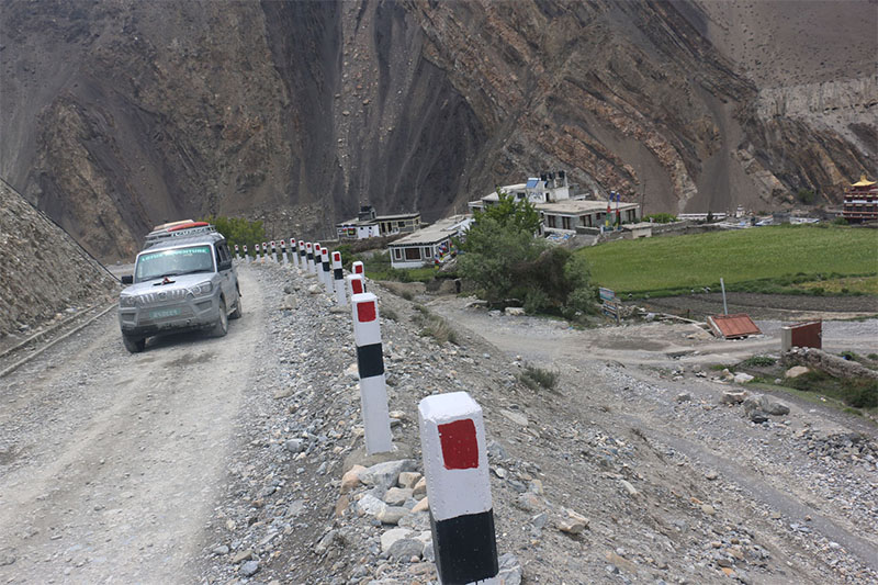 A jeep is seen plying on Kagbeni-Jomsom road section in Mustang district, on Wednesday, May 16, 2018. Photo: RSS